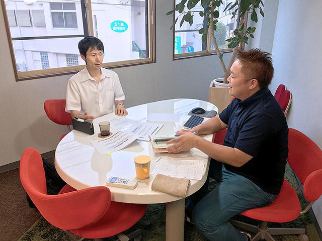 酒田市の社会保険労務士の佐藤啓一郎さんと、労使トラブルクイズ作り