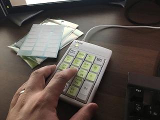 テンキーを使った左手デバイスで業務効率化!